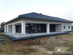Forum ogrodnicze - Ogrodowisko in 2020 Modern Bungalow Exterior, Modern Bungalow House, Bungalow House Plans, Dream House Exterior, House Layout Plans, My House Plans, Modern House Plans, Modern House Design, Ranch House Remodel