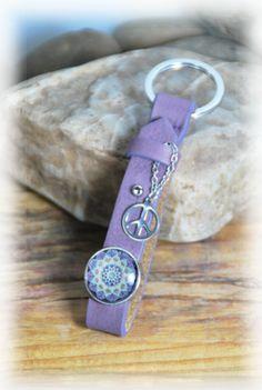 """Schlüsselanhänger - lila Schlüsselanhänger in Leder """"BoHoPeace"""" - ein Designerstück von DaiSign bei DaWanda"""