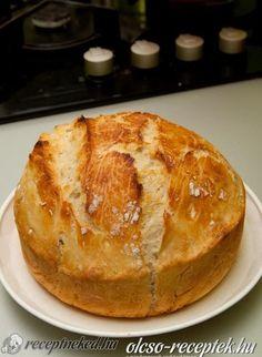 Házi ropogós kenyér recept - Hozzávalók: 4 csésze liszt a csésze 2,5 dl-es (kenyérliszt, teljes kiőrlésű, Graham, rozs stb. ízlés szerint vegyítve) 1 teáskanál porélesztő 2 teáskanál só 2 csésze víz