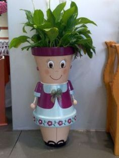 Terra Cotta Flower Pot People Jan this is for you ! Clay Pot Projects, Clay Pot Crafts, Diy Clay, Diy Crafts, Candy Crafts, Decor Crafts, Art Decor, Craft Projects, Flower Pot People