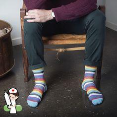 Näiden pirtsakkaan väristen tukisukkien kompressio on 15-21 mmHg, jolloin ne sopivat kaikille, jotka haluavat ennaltaehkäistä jalkojen väsymystä, suonikohjujen ja veritulppien syntymistä sekä parantaa verenkiertoa Socks, Fashion, Moda, Fashion Styles, Sock, Stockings, Fashion Illustrations, Ankle Socks, Hosiery