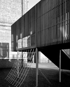 Asif Khan has designed an elevated playground for Chisenhale Primary School in Bow, East London, which has just completed construction and is the first part of the school's long-term masterplan. School Architecture, Architecture Details, Interior Architecture, Landscape Architecture, School Places, Diy Kids Furniture, Architecture Wallpaper, Public Realm, Wallpaper Magazine
