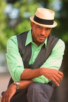 Laz Alonso. Love a well dressed man
