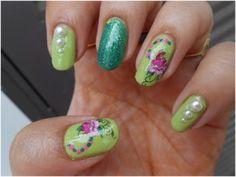 Elegant Green Nails