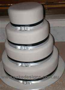 cake with dior bow