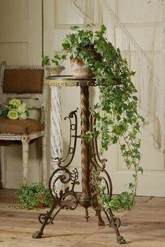 French Cottage Garden, Cottage Style, Provence Garden, Iron Patio Furniture, Garden Windows, Vintage Farm, Farmhouse Chic, Beautiful Interiors, Outdoor Gardens