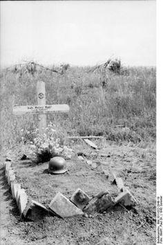 Tombe d'un soldat allemand tué lors de l'opération citadelle.juillet 43  Plus qu'une simple offensive ayant échouée, l'opération citadelle est aussi la dernière fois que l'Allemagne aura l'initiative offensive sur le front de l'est. Suite à cet échec ce sont les soviétiques qui mèneront la danse, et les allemands ne feront plus que tenter de les contenir