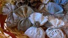 Ecco come è semplice preparare con gli aromi della natura sacchetti profumatori da tenere nei cassetti per eliminare i cattivi odori e tenere lontano le