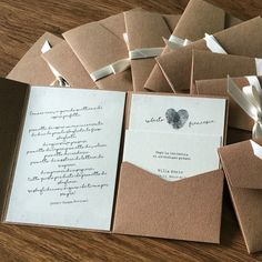 Annunci di matrimonio su buste pocketfold in carta kraft!!