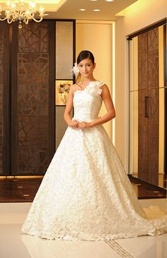 Japan wedding dresses. I love the one strap with the big flower. It adds an interesting little touch to this dress. It's very nice.
