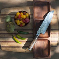 The Shun Premier Santoku is a beautiful, Asian-inspired chef's knife that many cooks today have added to their kitchen favorites. A knife of many talents, a santok. Japanese Cooking Knives, Japanese Chef, Basic Kitchen, Smart Kitchen, Cooking Courses, Cooking Tools, Chefs, Shun Cutlery, Shun Knives