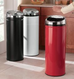Automatically-Opening Trash Bins from Seventh Avenue ®
