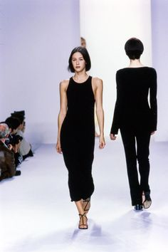 Calvin Klein Collection Spring 1996 Ready-to-Wear Fashion Show - Calvin Klein Collection Spring 1996 Ready-to-Wear Collection Photos – Vogue - Fashion Male, 90s Fashion, Runway Fashion, Trendy Fashion, Fashion Outfits, Vogue, American Apparel, Style Vintage, Vintage Fashion
