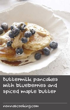 Buttermilk pancakes with blueberries and spiced maple butter Yummy Pancake Recipe, Pancake Recipes, Best Cake Recipes, Breakfast Recipes, Yummy Food, Fluffiest Pancakes, Light And Fluffy Pancakes, Batter Recipe, Buttermilk Pancakes