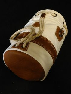 The A/O Sailor Ditty Bag offers traditional handbuilt construction with real duck canvas, oil-tanned leather & New England rope. M&B SHIPCANVAS CO. Duffel Bag, Backpack Bags, Leather Craft, Leather Bag, Monkey Fist Knot, Waxed Canvas, Sailor Shirt, Leather Working, Baby Shoes