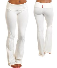 i have been looking for white yoga pants for like eons, i think i have found my perfect pair, these are the bomb