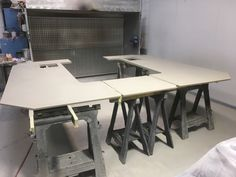 MDF made bar top coated in spray concrete Retail Interior Design, Top Coat, Concrete, Dining Table, Desk, Bar, Stone, Painting, Furniture