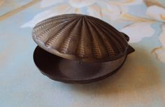 Vintage clam!!! Would look great on my book shelf or next to my jewelry holder with some pearls laying inside!