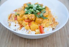 A multi-cooker chicken pineapple curry recipe with all the flavors of Thailand! You control the heat with the amount of curry paste & powder that you use. Curry Recipes, Paleo Recipes, Asian Recipes, Dinner Recipes, Cooking Recipes, Ethnic Recipes, Free Recipes, Paleo Dinner, Dinner Dishes
