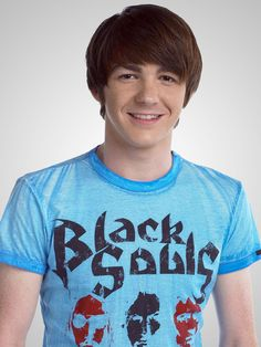Picture: Drake Bell in 'Drake & Josh.' Pic is in a photo gallery for Drake Bell featuring 9 pictures. Drake Parker, Jason David Frank, Dan Schneider, Josh Peck, Drake Bell, Drake And Josh, Nickelodeon Shows, Famous Stars, Good Looking Men