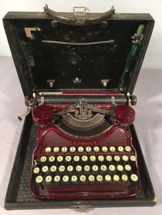 Vintage Smith Corona Model #4 Portable Typewriter Burgundy w/ Case #SmithCorona
