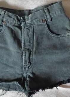 Kup mój przedmiot na #vintedpl http://www.vinted.pl/damska-odziez/szorty-rybaczki/15220329-szare-jeansowe-spodenki-z-wysokim-stanem-xss