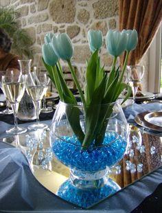 Arranjo com tulipa azul