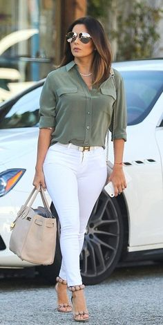 ♥ Pinterest: DEBORAHPRAHA ♥ Eva Longoria street style wearing white jeans and mirrored sunglasses