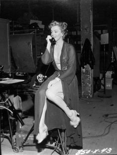 Marilyn behind the scenes of Don't Bother To Knock, 1952.