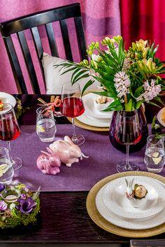 Adu izul primăverii în căminul tău și bucură-te de un miros fresh în prag de sărbătoare. Descoperă vaze moderne în care să îți etalezi buchetele de flori! Flowers For You, Spring Flowers, Vaze, Easter, Table Decorations, Modern, Furniture, Home Decor, Trendy Tree