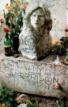 History of Jim Morrison's grave in Paris, with photos