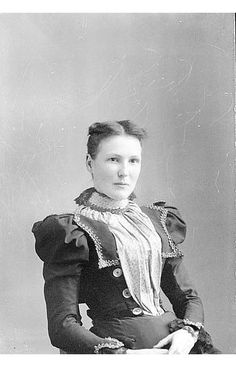 Via Twitter: @laurenoostveen The collar/sleeves/buttons combo on this ca. 1900 outfit is pretty great