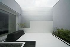 minimal backyard / Kouichi Kimura Architects Stun With Black-White Contrast