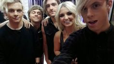 Riker looks so sexy, Rydel very pretty, Ross and Rocky looking goood and then there's E-Rat ;))