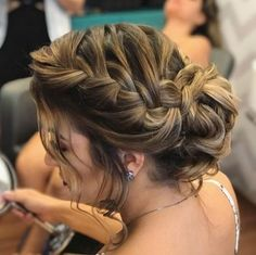 Coques de festa para usar em 2018 Bridesmaid Hair, Prom Hair, Party Hairstyles, Braided Hairstyles, Wedding Hair And Makeup, Hair Makeup, Long Hair Cuts, How To Make Hair, Hair Dos
