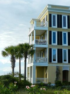 An old Charleston style beach house on Folly Beach, SC
