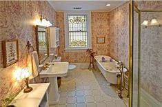 Traditional Victorian Bathroom Decorated With Wallpaper And Using White Fixtures : Creating A Rich And Homey Victorian Bathroom