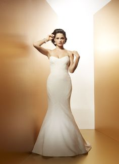 COCO CLEAN - Wedding Gown / 2014 Collection - by Matthew Christopher - Available colours : White & Off White