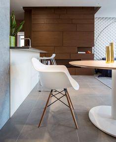 Studio Apartment with Warm Organic Color Scheme and Materials - InteriorZine