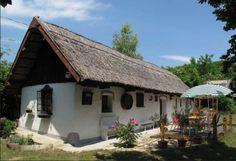 Nádtetős parasztház, Kajárpéc Self Catering Cottages, Thatched Roof, Traditional House, Cozy House, Hungary, Provence, Farmhouse, Exterior, Cabin