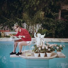Writer of comedy commercials and famous for his CBS satirical radio series in the late Stan Freberg, working in his swimming pool. (Photo by Slim Aarons/Getty Images) Slim Aarons, Color Photography, Lifestyle Photography, Photography Photos, Stan Freberg, Swimming Photography, Star Of The Day, Open Water Swimming, Attractive People