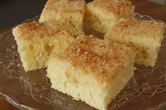 saftiger Buttermilch-Kokos-Kuchen auf dem Blech