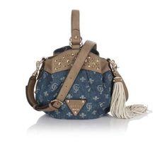 Sacs Guess, craquez sur le sac Wild At Heart Bucket Denim Bag Guess prix promo GUESS 145.00 € TTC