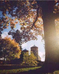 Olavinlinna Castle looks beautiful surrounded by the vivid autumn colours. Photo by @jukkapaa #VisitFinland #OurFinland #Savonlinna