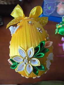 Easter Projects, Easter Crafts, Coconut Decoration, Diy Boutonniere, Quilted Ornaments, Christmas Ornaments To Make, Ribbon Art, Ribbon Design, Egg Art