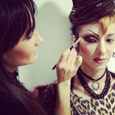 #maquillaje de #dragqueen... Color y glamour en la escuela! — con Laura Vegas Peñalver.