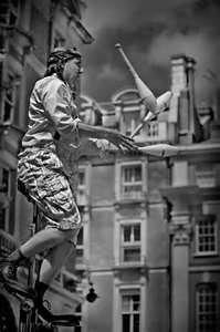 The juggler ...