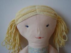Part how to sew girls hair : pigtails I want to show you how I make doll's hair out of knitting yarn. First you need to draw a line on your doll's head, starting from her forehead al… Knitted Doll Patterns, Doll Sewing Patterns, Knitted Dolls, Homemade Dolls, Ribbon Yarn, Little Stitch, How To Make Hair, How To Make Doll, Fabric Dolls