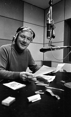 Lifeline: Gay Byrne on the anniversary of his radio show in 1988 (Part of the Independent Newspapers Ireland/NLI Collection) Patrick Duffy, Reason For Leaving, People Getting Married, Sky Tv, Johnny Carson, List Of Questions, The Late Late Show