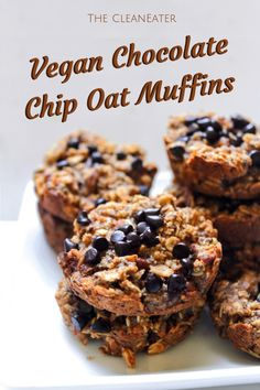 These vegan chocolate chip muffins are the perfect heathy breakfast! Check out how to make them here Sugar Free Desserts, Healthy Dessert Recipes, Vegan Snacks, Vegan Desserts, Low Carb Recipes, Paleo Recipes, Vegan Food, Healthy Snacks, Chocolate Oatmeal Cookies